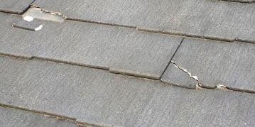 屋根のヒビ割れ、破損